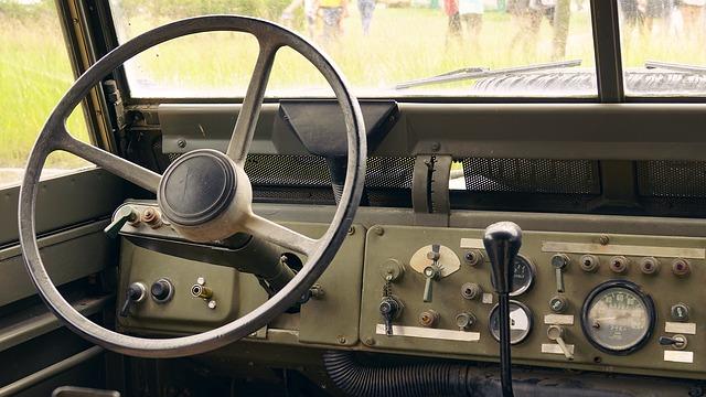 Tractor-trailer cockpit